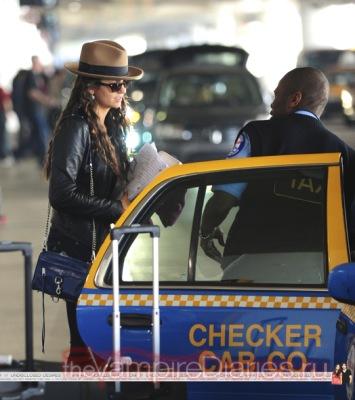 Йен и Нина в аэропорту ЛА [24 февраля]