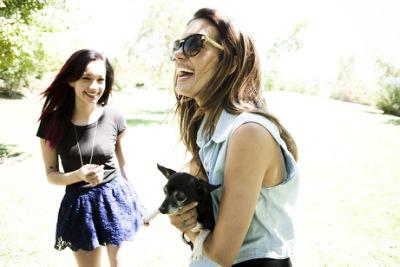 Торри на прогулке с сестрой [28 августа]