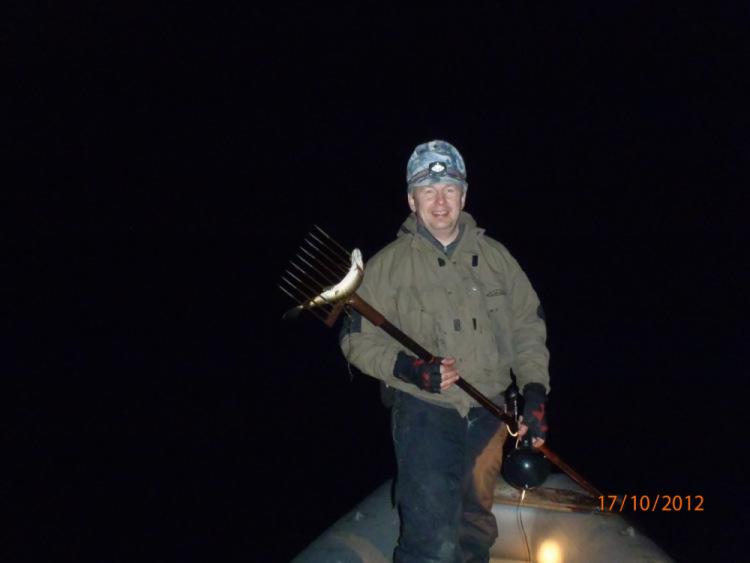 лучшие фонарики для рыбалки на острогу