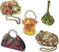 ...каждый год создает 5 коллекций удивительных сумочек ручной работы.