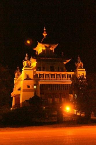Золотая обитель Будды Шакьямуни.