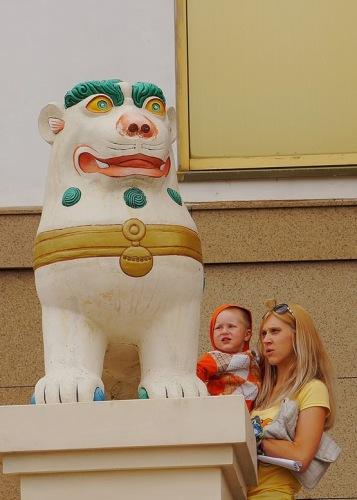 Элиста, Снежный лев около Золотой обители Будды Шакьямуни.