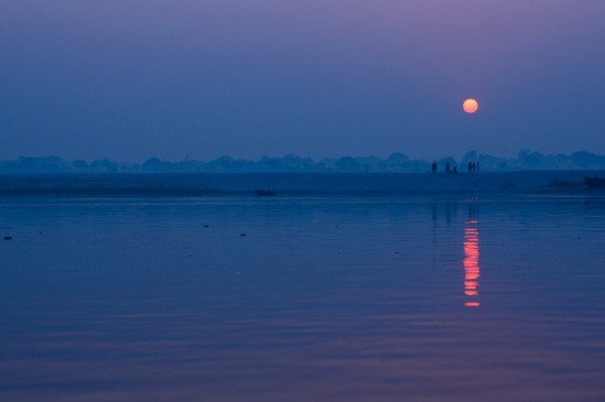Рассвет на Ганге у Варанаси.