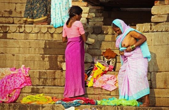 Индусские женщины топлесс.