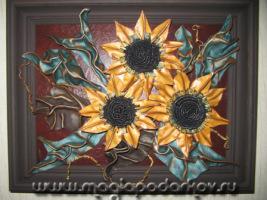 Прекрасным украшением интерьера станут картины из кожи