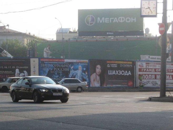 """...уже объявлено о предстоящем сольном концерте Шахзоды, который состоится 23 октября, в ГКЦЗ  """"Россия """" в Лужниках."""