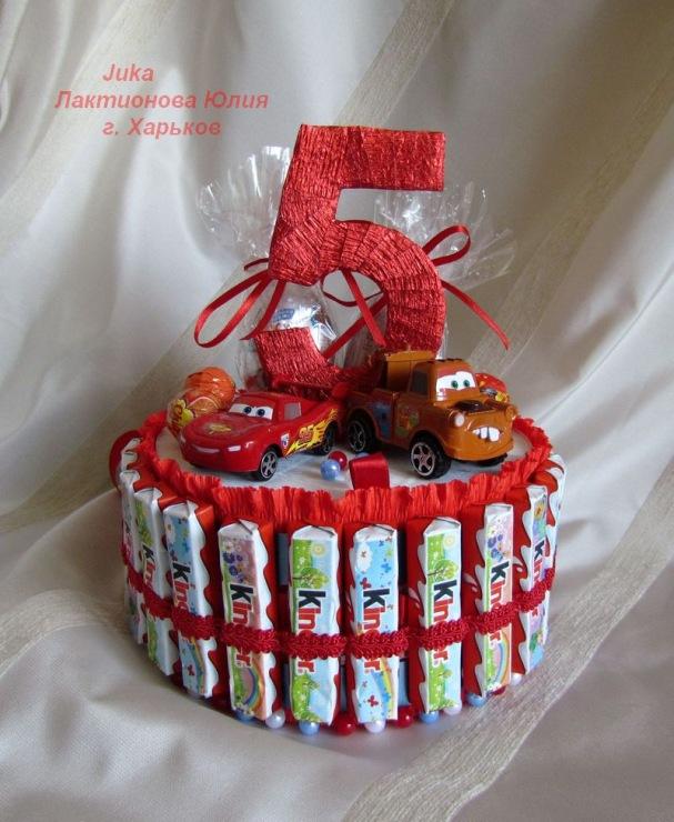 Тортик из конфет для ребенка своими руками
