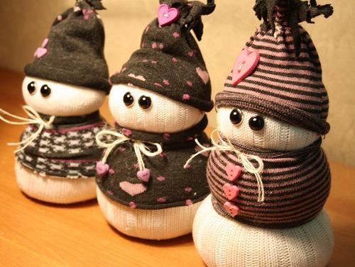 Новогодний снеговик из носков своими руками